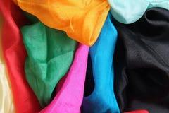 Pañuelos de seda brillantes coloridos Fotografía de archivo libre de regalías