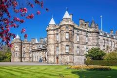 Pałac Holyroodhouse jest siedzibą królowa w Edynburg, Szkocja Zdjęcie Royalty Free