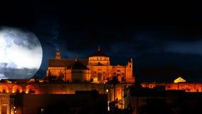 Pałac i ogromna księżyc zbiory