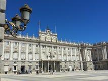 Pałac królewski w Madryt z złotymi lampami fotografia royalty free