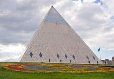Pałac pokój i porozumienie - ostrosłup Astana, Kazachstan (,) obrazy royalty free