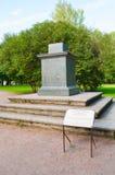 Pałac teren w Pavlovsk parku, sundial piedestału baza Pavlovsk, święty Petersburg, Rosja zdjęcie stock