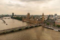 Pałac Westminister lub parlament z Rzecznym Thames w Londyn obrazy stock