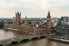 Pałac Westminister lub parlament z Rzecznym Thames w Londyn fotografia stock