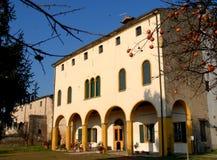Pałac zanurzony w niebieskim niebie i niebo w Casalserugo, w prowinci Padova Veneto (Włochy) Fotografia Stock