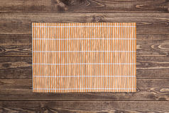 pałeczki tła ryżu nori sushi bambusowa pielucha na drewnianym Fotografia Royalty Free