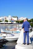 Państwo młodzi w schronieniu, Agios Nikolaos Obraz Stock