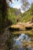 Październik 2017: isalo, Madagascar: Wycieczkujący przez jaru w Isalo parku narodowym, Madagascar Fotografia Royalty Free
