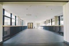 Październik 2018 Niemcy Helios Klinikum Krefeld Wewnętrzny szpital wśrodku Przestronni opustoszali korytarze stacja, podłoga nowy obraz royalty free