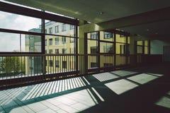 Październik 2018 Niemcy Helios Klinikum Krefeld Wewnętrzny szpital wśrodku Przestronni opustoszali korytarze stacja, podłoga nowy obraz stock