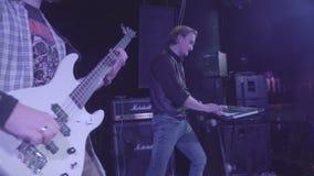 Październik 7, 2016, Rosja, Moskwa, koncertowej muzyki zespołu rockowego Nikczemny burczenie