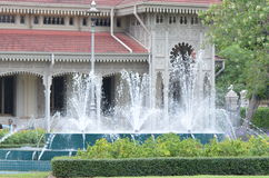 Pałac i fontanna obraz royalty free