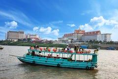 Pałac królewskiego widok od Mekong rzeki phnom penh Obrazy Stock