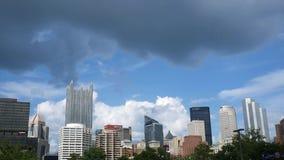 PA de PITTSBURGH - circa el 18 de agosto de 2018 - Timelapse - el horizonte de Pittsburgh considerado de la estación ajusta metrajes