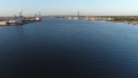 PA de Walt Whitman Bridge Delaware River South Philadelphia de la visión aérea almacen de video