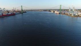 PA di Walt Whitman Bridge Delaware River South Filadelfia di vista aerea video d archivio