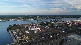 PA di Walt Whitman Bridge Delaware River South Filadelfia di vista aerea archivi video
