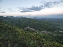 PA PHU KON, templo tailandés de WAT en la montaña en el crepúsculo, Udon T Fotografía de archivo libre de regalías