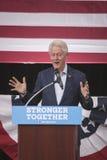 PA: President Bill Clinton för Hillary Clinton i blått Klocka Fotografering för Bildbyråer