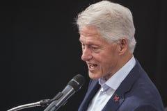 PA: President Bill Clinton för Hillary Clinton i blått Klocka Royaltyfria Foton