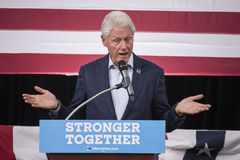 PA: President Bill Clinton voor Hillary Clinton in Blauwe Klok Stock Foto's