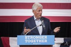 PA: President Bill Clinton voor Hillary Clinton in Blauwe Klok Stock Fotografie