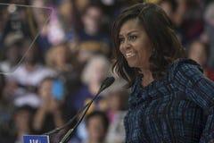 PA: Primeira senhora Michelle Obama para Hillary Clinton em Philadelphfia Imagens de Stock
