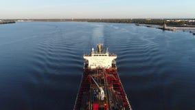 PA químico del río Delaware Philadelphia del petrolero del aceite almacen de video
