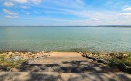 Pa Sak Jolasid水坝,白天,清楚的天空 免版税库存图片
