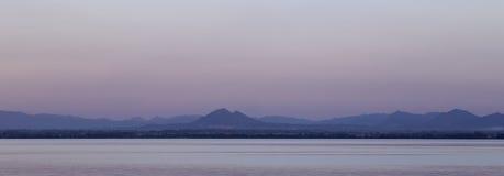 Pa Sak rzeka z górą, Lopburi, Tajlandia Zdjęcie Royalty Free