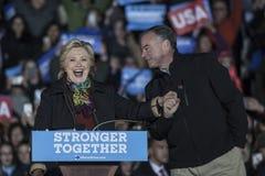 PA: Secretário Hillary Clinton & senador Tim Kaine Campaign Rally em Philadelphfia imagem de stock