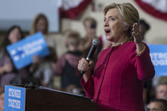 PA: Secretaresse Hillary Clinton Campaigns Rally in Harrisburg Stock Afbeelding
