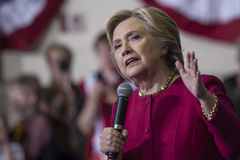PA: Secretaresse Hillary Clinton Campaigns Rally in Harrisburg Stock Foto's