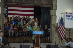 PA: Secretaresse Hillary Clinton Campaigns Rally in Philadelphia Stock Afbeelding