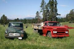 Paar Antieke Vrachtwagens Stock Foto's