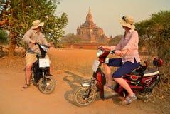 Paar in Bagan Myanmar royalty-vrije stock fotografie