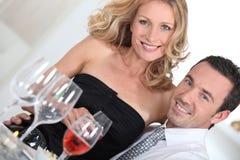 Paar bij diner Stock Afbeelding