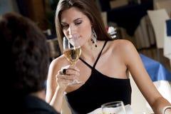 Paar bij het Restaurant stock afbeelding