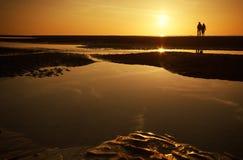 Paar bij het strand Royalty-vrije Stock Afbeelding