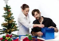 Paar bij Kerstmis Stock Foto's
