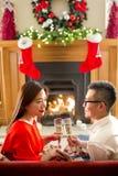 Paar bij Kerstmis royalty-vrije stock foto's
