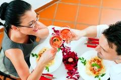 Paar bij lunch of diner royalty-vrije stock fotografie