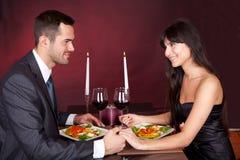 Paar bij romantisch diner in restaurant Royalty-vrije Stock Fotografie