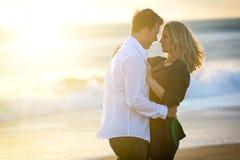 Paar bij strand Royalty-vrije Stock Afbeelding