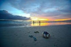 Paar bij zonsondergang Royalty-vrije Stock Afbeelding