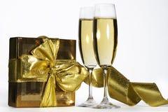 Paar champagnefluiten stock afbeeldingen