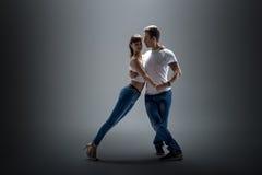 Paar dansende sociale danse royalty-vrije stock foto's