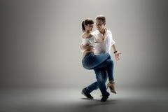 Paar dansende sociale danse royalty-vrije stock afbeelding
