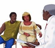 Paar dat bij de arts spreekt Stock Afbeelding
