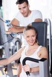 Paar dat bij een gezondheidsclub uitwerkt Royalty-vrije Stock Afbeelding